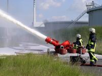 Diferença entre espuma mecânica e pó químico no combate a incêndio